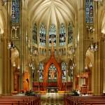 Внутреннее убранство храма: гармония церковной мебели