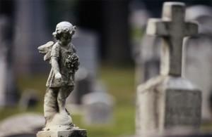 Скоро Пасха: идти ли на кладбище?